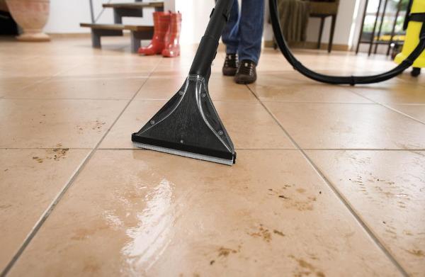 Грязные следы в коридоре больше не будут проблемой. Фото с сайта www.e-galaxy.ro