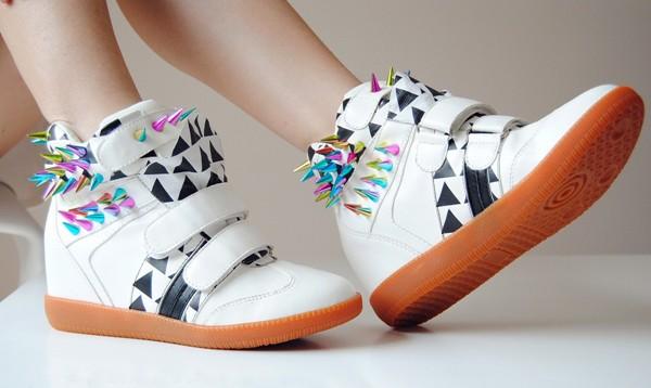 Хотите всегда выглядеть безупречно? Готовьтесь к регулярному уходу за обувью. Фото с сайта shopogolik-club.com