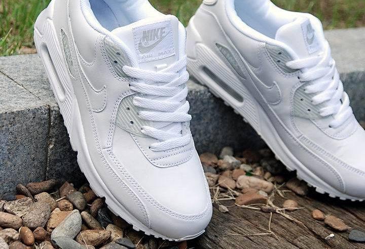 Белые кроссовки. Фото с сайта c.aliimg.com