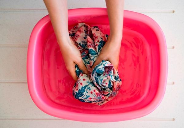 Полоскайте белье тщательно. Фото с сайта demandstudios.com