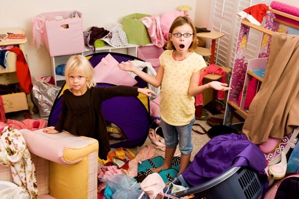 Некоторые дети совсем не хотят убирать игрушки. Фото с сайта veneratalks.com