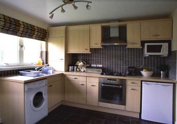 Стиральная машина в интерьере кухни. Фото с сайта www.stsysviemore.com