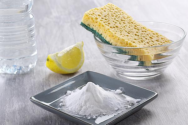Сода и лимонная кислота помогут почистить утюг. Фото с сайта www.syl.ru