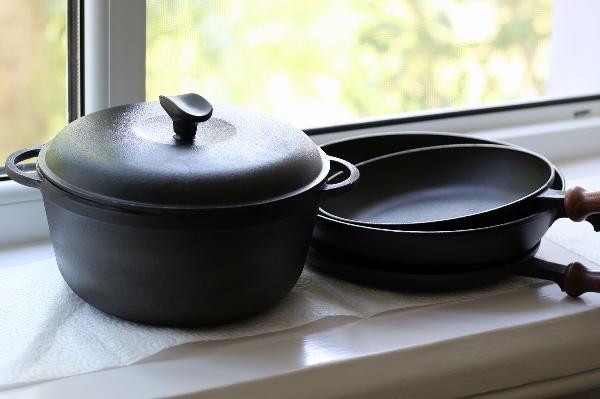 Отчистив чугунную посуду однажды, постарайтесь не допустить повторного появления накипи. Фото с сайта www.searsmicasa.com