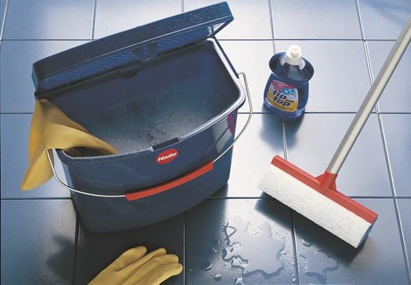 Влажная уборка не обязательно должна быть ежедневной. Фото с сайта www.yut-doma.ru