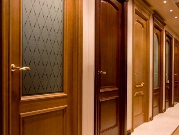 Разные типы дверей требуют разного ухода. Фото с сайта dm-st.ru