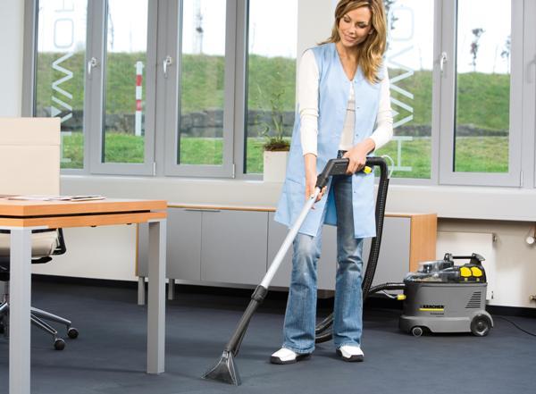 С моющим пылесосом уборка будет в удовольствие. Фото с сайта pliki.karcher.com.pl