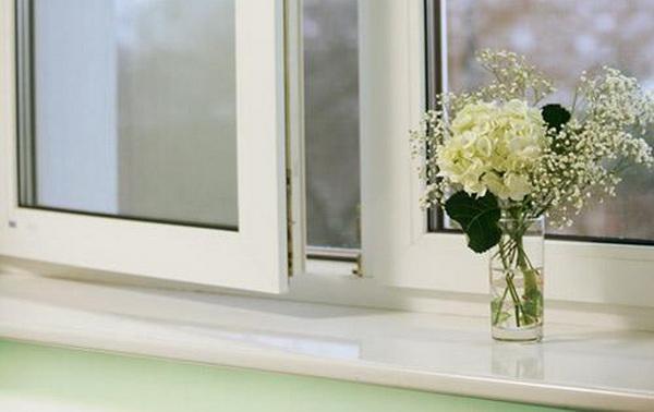 Универсальные средства, которые помогут без проблем отбелить пожелтевший пластик на холодильнике, микроволновке, очистить пластиковый подоконник