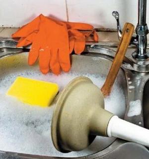 Как прочистить засор в раковине народными средствами, химическими и механическими способами