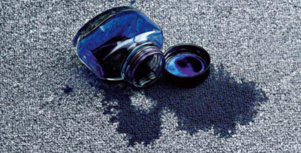 Как выбрать средство для чистки мягкой мебели, учитывая материал обивки