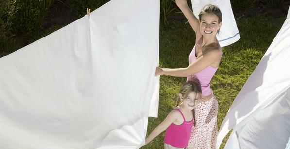 Как часто нужно стирать постельное белье (сатин, бязь, шелк, лен) в стиральной машине: правила грамотной стирки