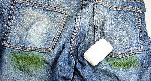 Щадящие и популярные способы, позволяющие эффективно вывести с джинсов пятна травы, не обращаясь в химчистку