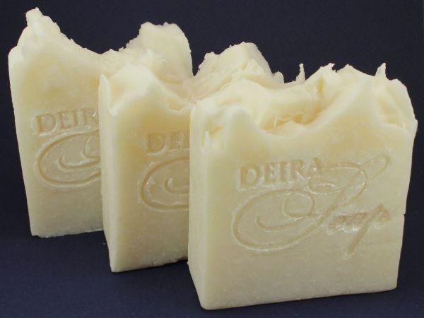 Мыло для стирки может быть сделано своими руками. Фото с сайта unikhand.ru