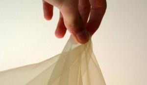 Как отбелить тюль из вуали и органзы при помощи соли и других подручных средств, руками и в стиральной машине