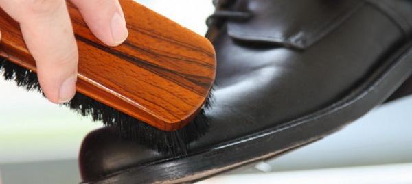 Как правильно ухаживать за обувью с учетом материала, из которого она изготовлена: обзор средств очистки и рекомендации, как продлить срок службы обуви