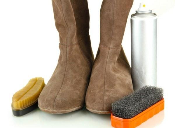 Замшевую обувь можно почистить с помощью специальной щетки. Фото с сайта n1s1.hsmedia.ru