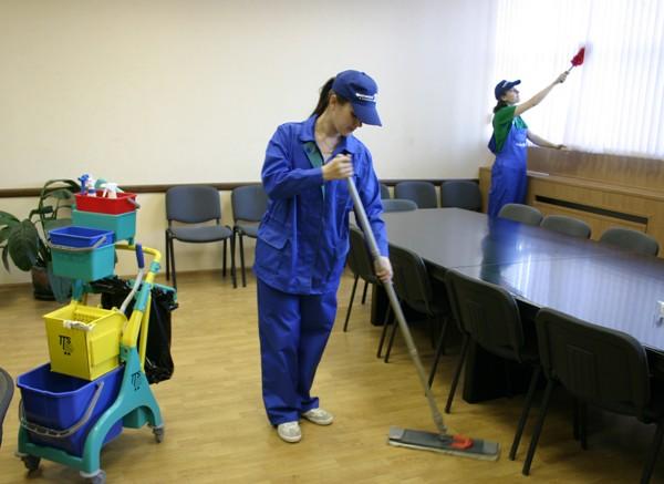 Представители клининговой компании смогут выполнять несколько задач одновременно. Фото с сайта 1cleanservis.umi.ru