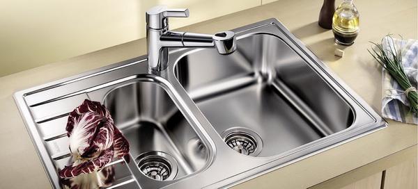 На какие технические характеристики обратить внимание, выбирая мойку на кухню