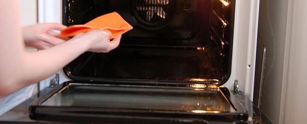 Как отмыть поверхности духовки и стекло духового шкафа от жира и нагара бытовой химией и народными средствами