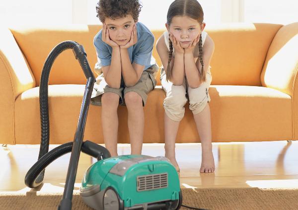 Важно развивать положительное отношение к уборке. Фот с сайта www.av.psiholog630.edusite.ru