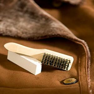 Советы, как почистить искусственную и натуральную дубленку в домашних условиях от пятен, грязи, потертостей