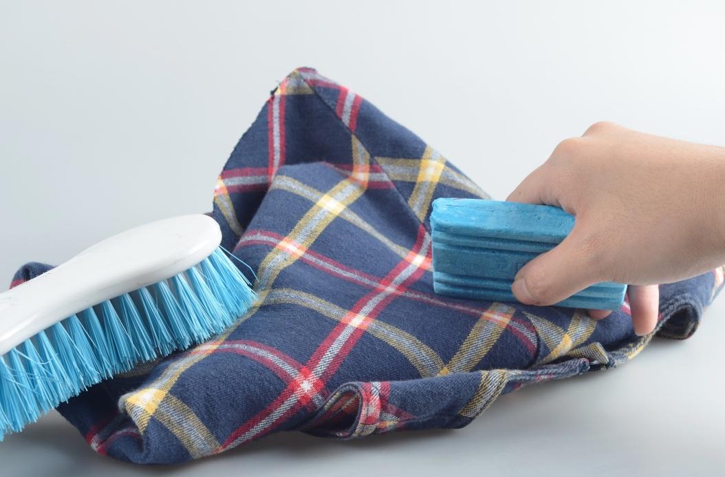 Отчистить застарелые пятна не всегда возможно. Фото с сайта www.wikihow.com