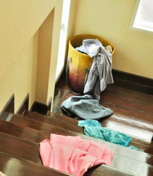 Житейские советы, как в домашних условиях вывести пятна пота с одежды разных фактур и цветов
