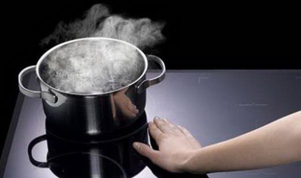 Нужна ли индукционной плите специальная посуда, и какими характеристиками она должна обладать
