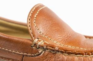 Как убрать запах из новой и старой обуви народными средствами