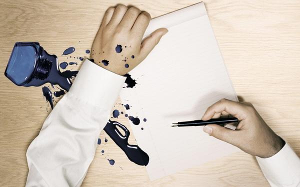 Как вывести пятна от шариковой ручки с одежды, кожаных вещей, джинсовой ткани, обоев в домашних условиях
