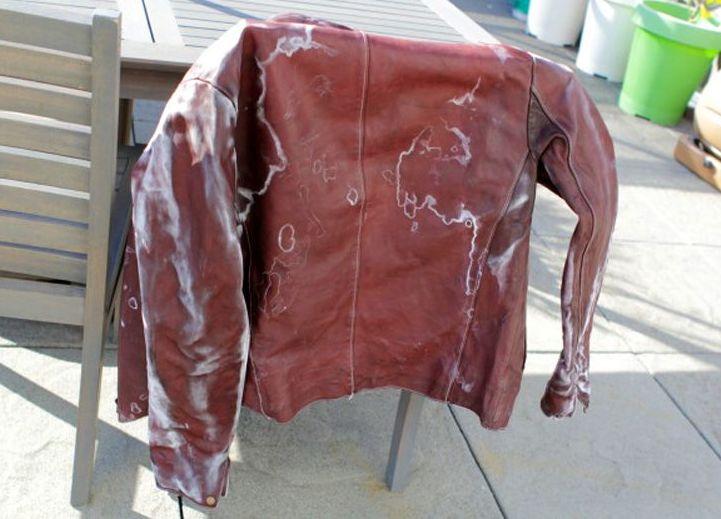 Заранее проверьте одежду на реакцию с моющим средством. Фото с сайта handmadefh.ru