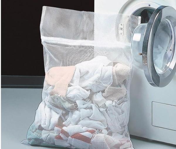 Можно всю одежду убирать в мешки. Фото с сайта poco.de
