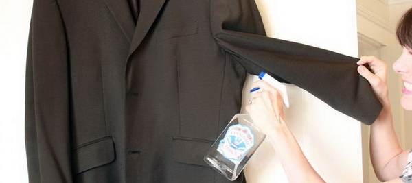 Практические советы, как удалить запах пота с одежды при помощи стирки и без нее