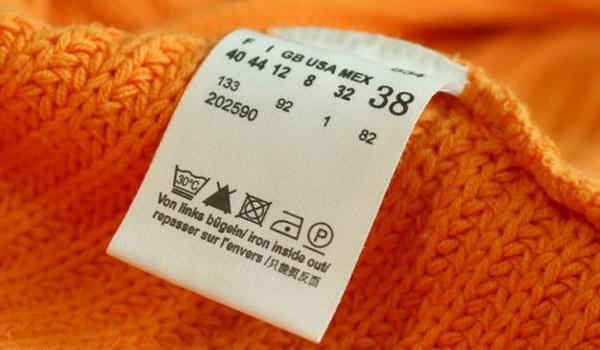 Какую полезную информацию размещают на значках стирки в ярлыках одежды?