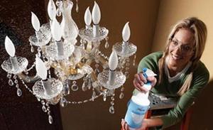 Как помыть хрустальную люстру, не снимая ее с потолка: порядок действий и дельные советы